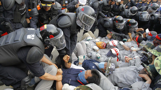 Riot police break up sit-down strike at South Korean auto parts plant