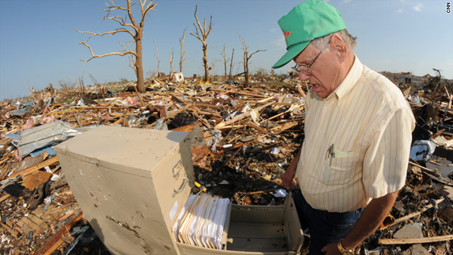 Joplin residents, businesses pick up pieces
