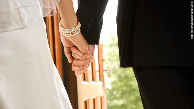 Americans getting older, marrying later, census data show
