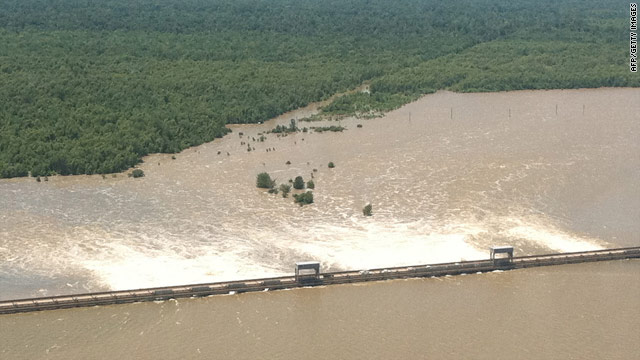 Army Corps of Engineers begins closing Morganza Spillway