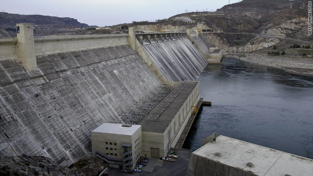 Dam releases are killing hundreds of thousands of fish, farmers say