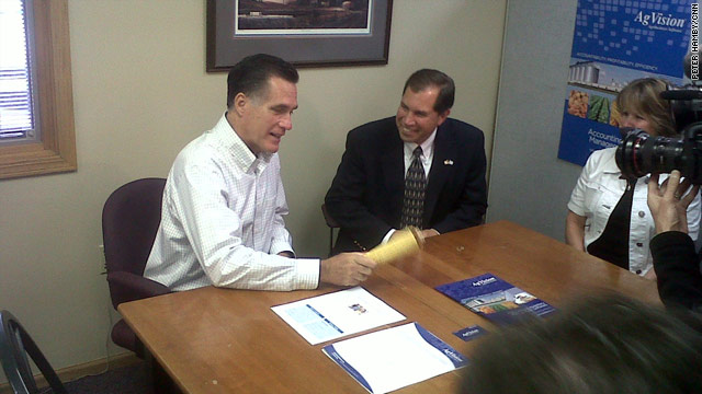 Romney returns to Iowa, backs ethanol subsidies