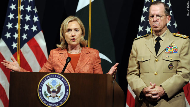 In Pakistan, Clinton addresses rift, pushes anti-terror efforts