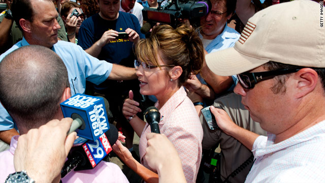 Still rogue, Palin embraces media
