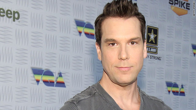 Dane Cook finds lost dog thanks to Twitter