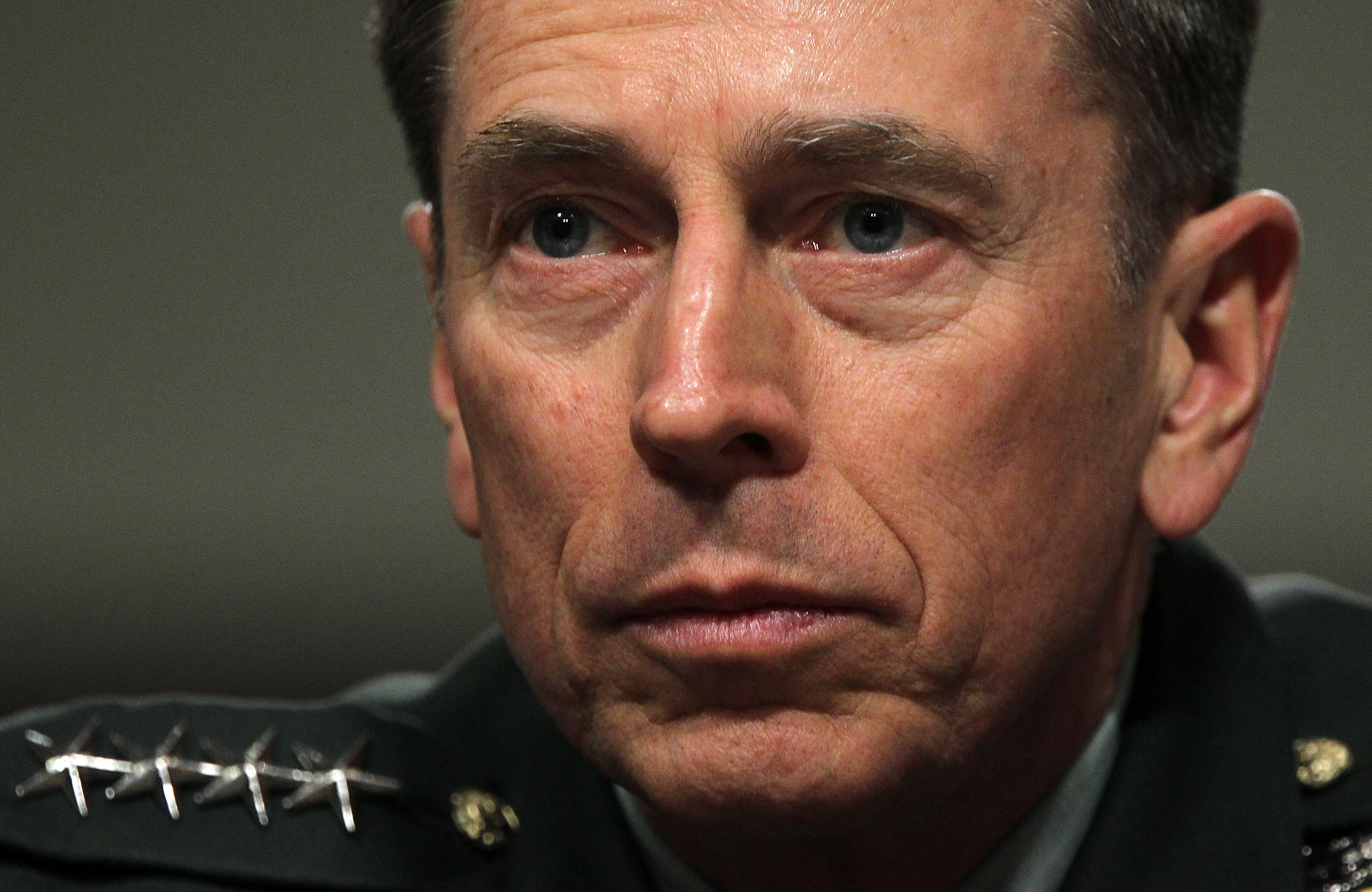 Petraeus comes to Washington with troop drawdown recommendation