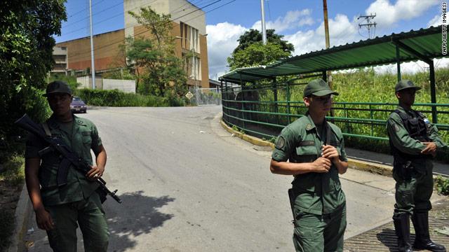El ejército de Venezuela toma una cárcel tras un motín que dejó 22 muertos