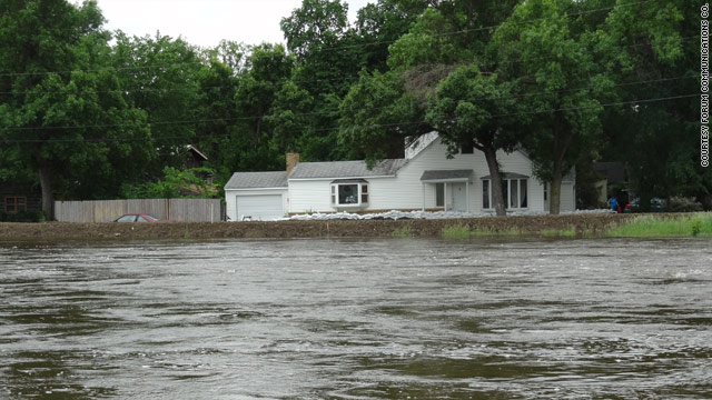 Flood risk prompts evacuations in Minot, North Dakota