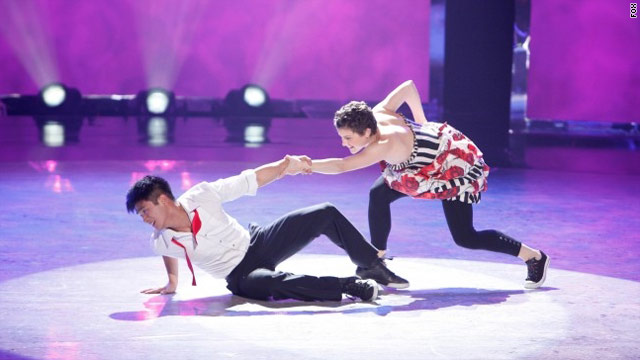 Smooches all around on 'SYTYCD'