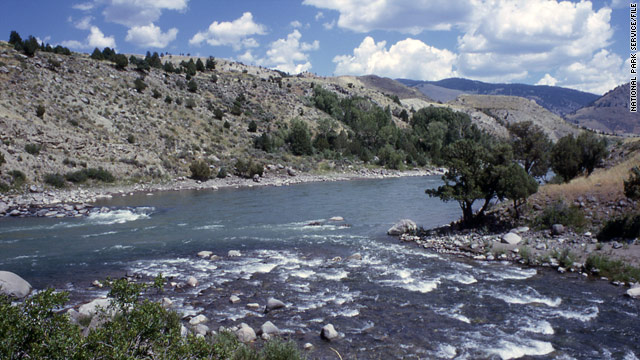Crude oil leaks into Montana's Yellowstone River