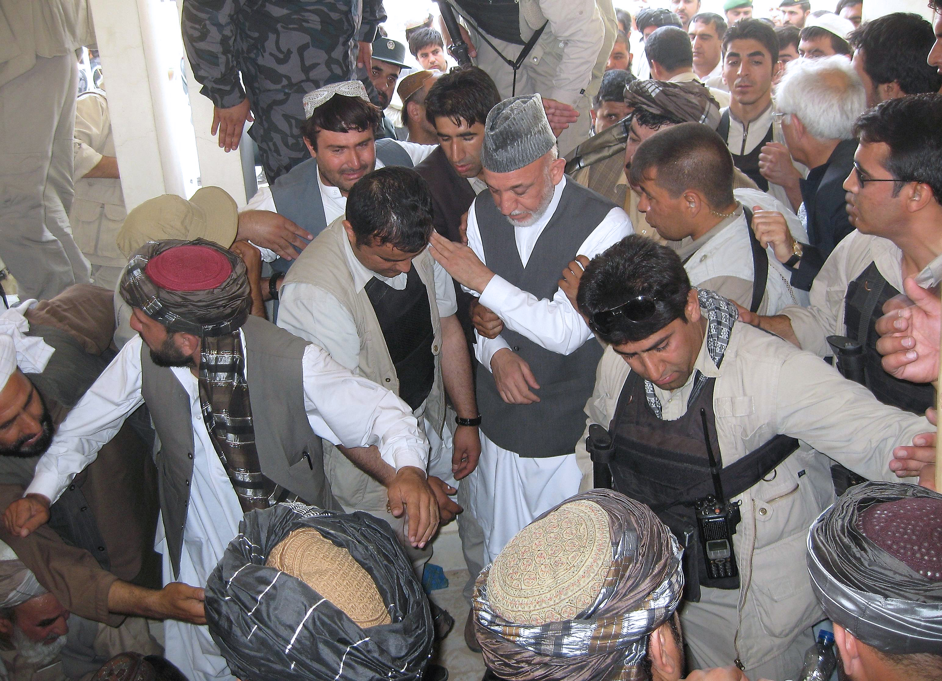 Killer of Karzai&#039;s half-brother worked against Taliban, officials say