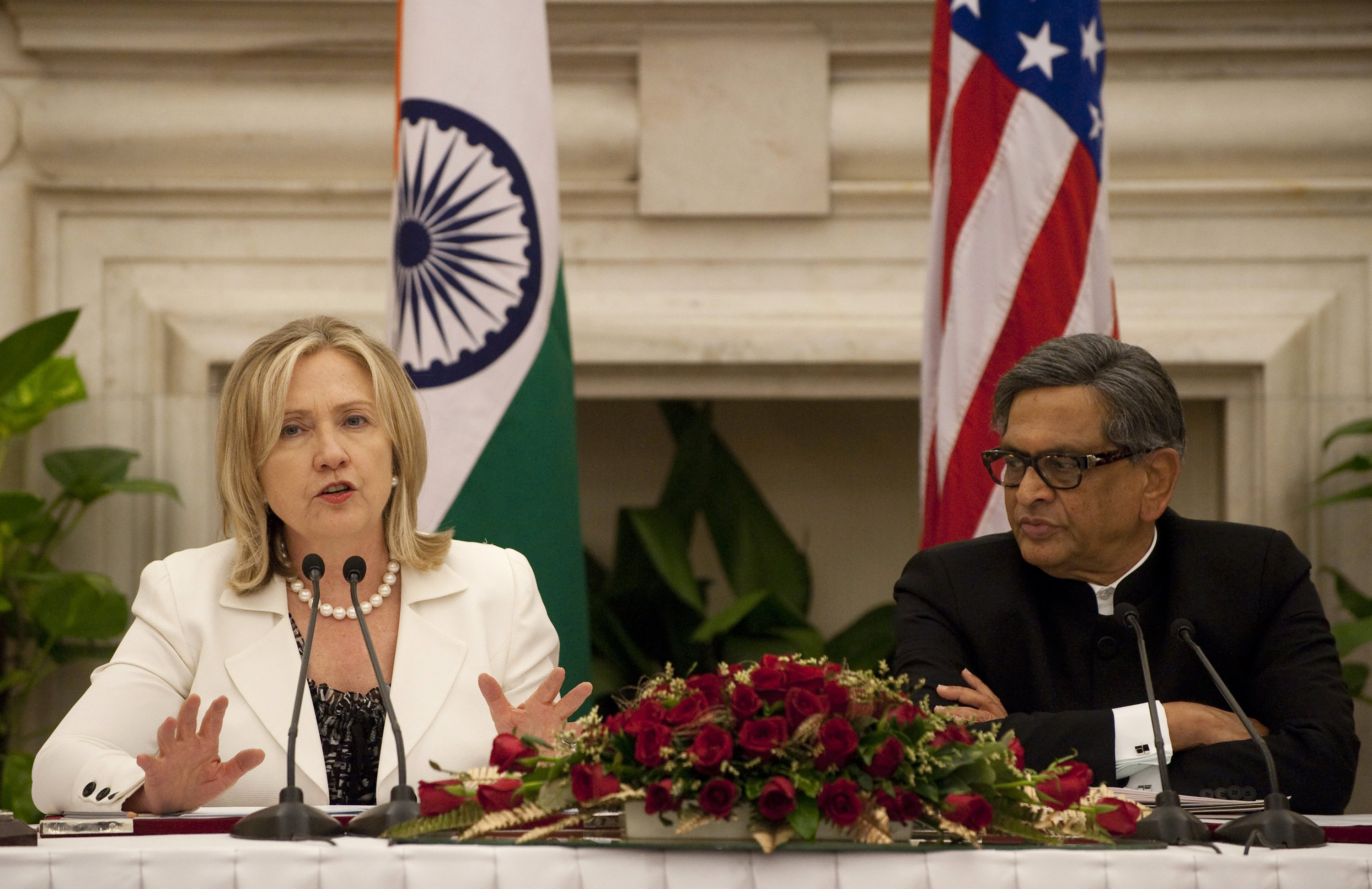 Clinton to Pakistan: safe havens for terrorists won't be tolerated