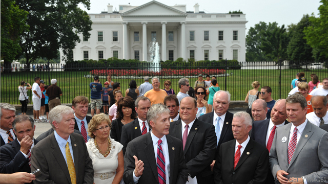 GOP congressmen show up at White House, want debt plan