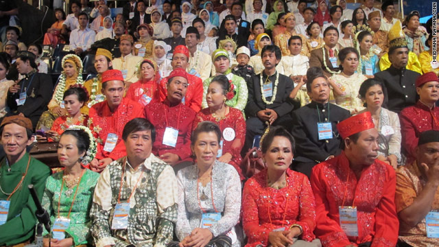 4,500 couples participate in Indonesian interfaith marriage ceremony