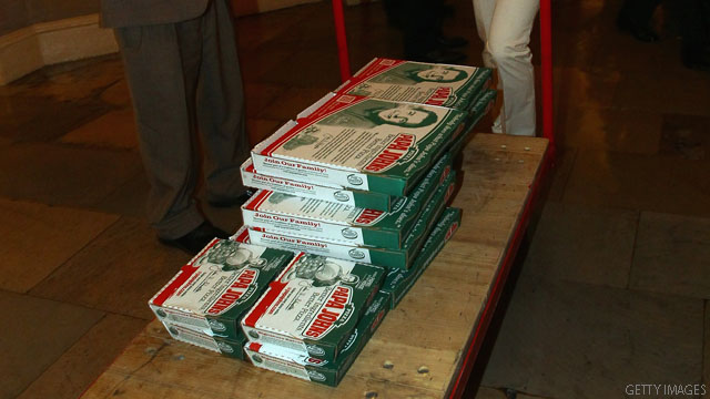 PHOTO: Boehner gets pizza delivery
