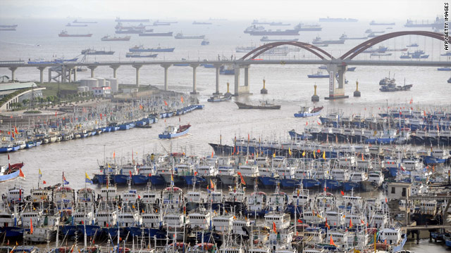 Typhoon threatens to drench China's east coast
