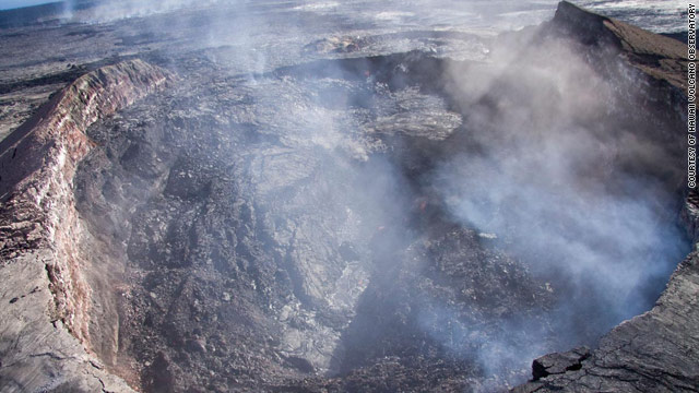 Lava closes part of national park as Kilauea crater collapses