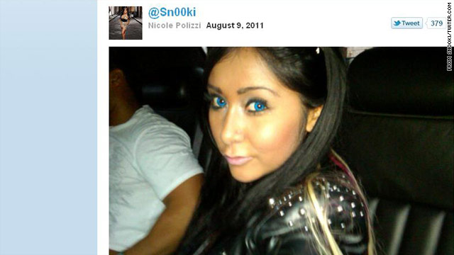 Snooki tries out Gaga-inspired look