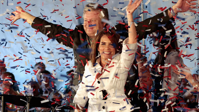 Bachmann wins Iowa straw poll, narrowly besting Ron Paul