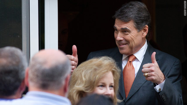 In New Hampshire, Perry touts economic successes