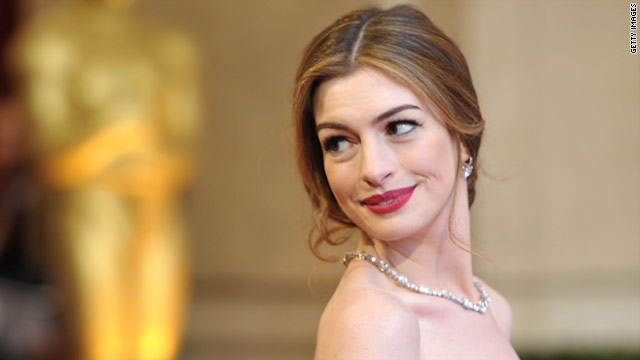 Anne Hathaway's living on 'kale and dust' for 'Dark Knight Rises'