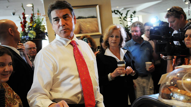Perry heckled as campaign shifts into new phase
