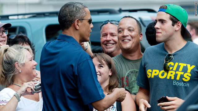 Obama balances jobs and fun on vacation