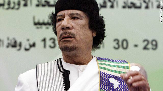 Rebels say Gadhafi holed up; broadcast tells Libyans to stay in Tripoli, fight