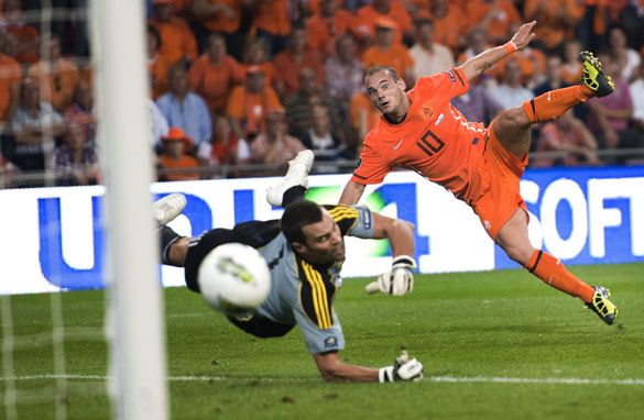 Wesley Sneijder found the net twice as Netherlands romped to an 11-0 triumph over San Marino.
