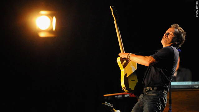 Bruce Springsteen, street performer?