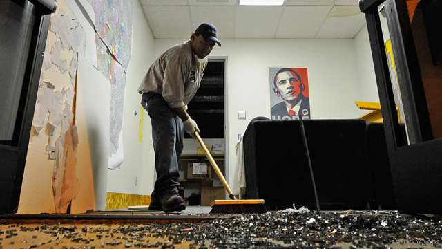 Vandals strike Obama&#039;s Los Angeles campaign office