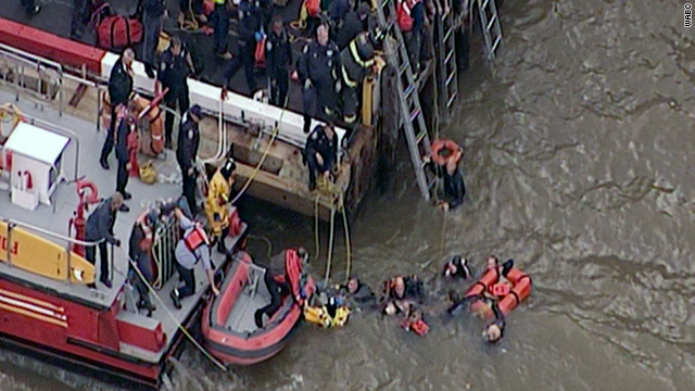 One dead, four hurt as helicopter crashes in New York's East River