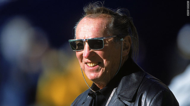 Oakland Raiders owner Al Davis dies at 82, team website says