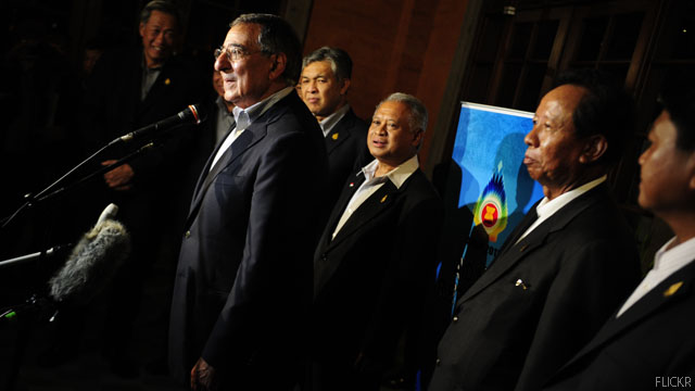 Panetta starts visit to Asia with praise for China
