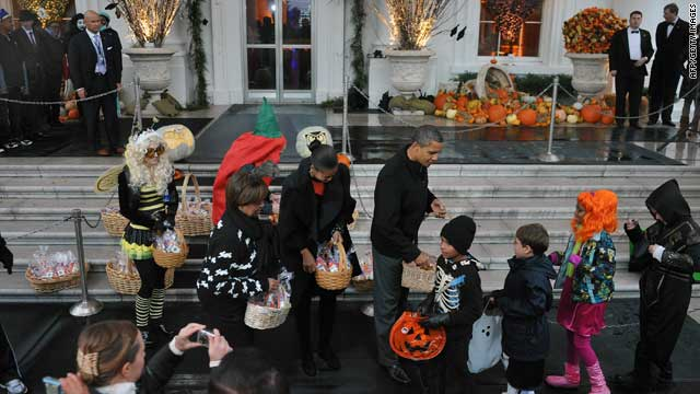 Kids brave soggy weather for White House tricks and treats
