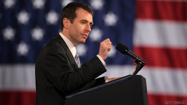 Top Obama aide focuses criticism on Romney