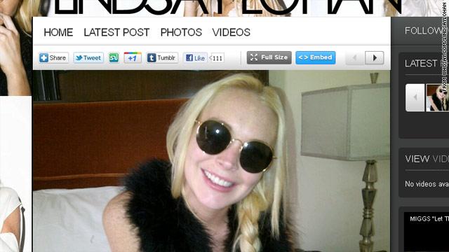 Lindsay Lohan presume de dentadura en Twitter