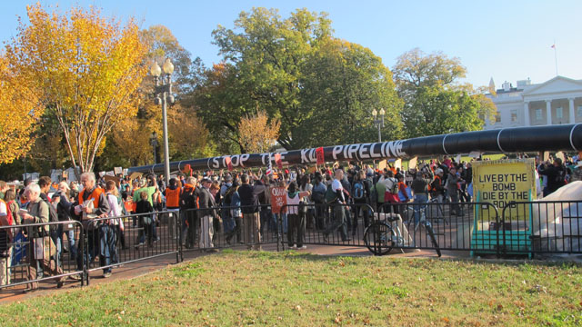 Thousands of pipeline protesters circle the White House