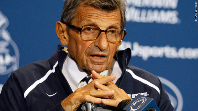 Penn State's Paterno faces pressure to quit over sex abuse case
