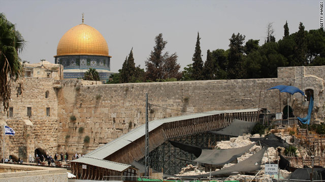 Walkway to sensitive religious sites in Jerusalem is closed