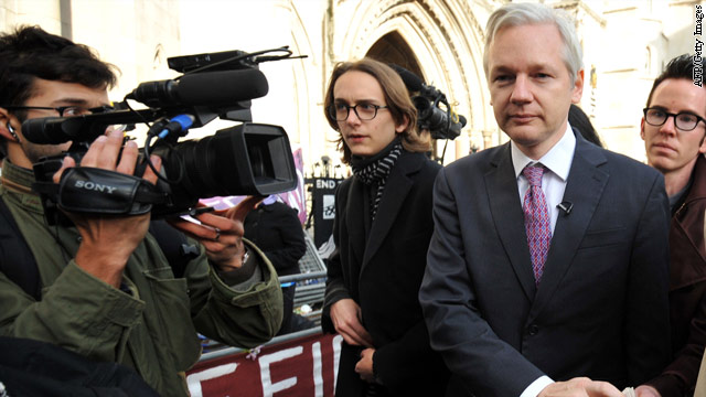 WikiLeaks founder keeps tabs on Army hearing