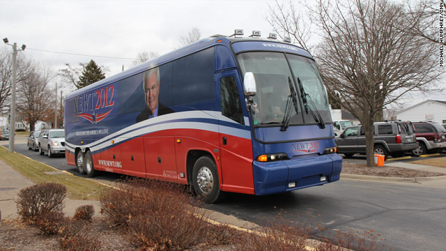Gingrich kicks off Iowa bus tour