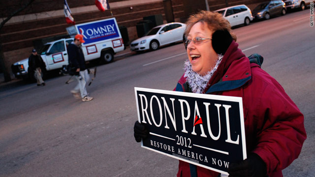 Romney and Paul battle for top spot in new Iowa poll