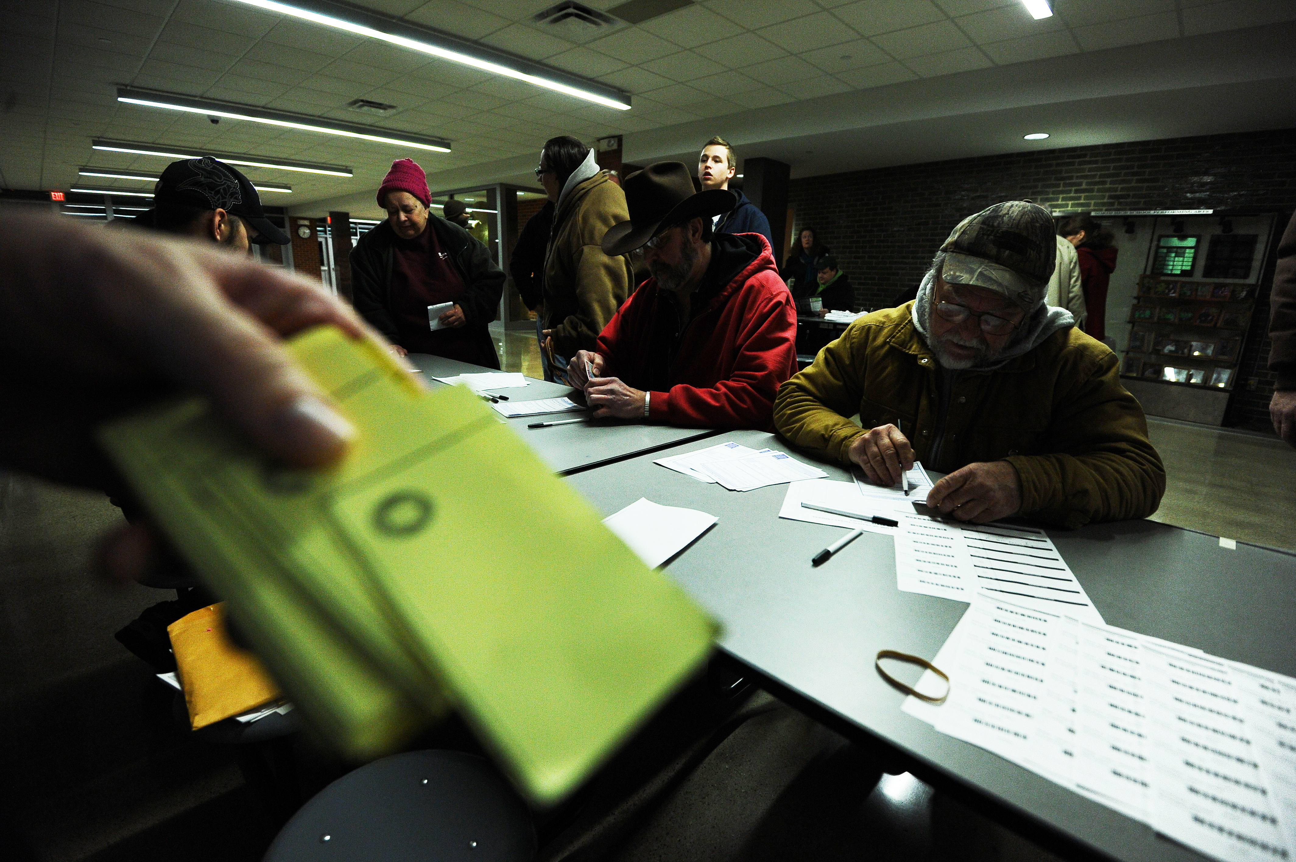 Iowa caucus entrance polls: Independents crash the party