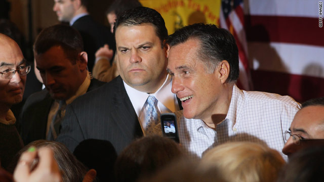 Romney reclaims top spot in national poll