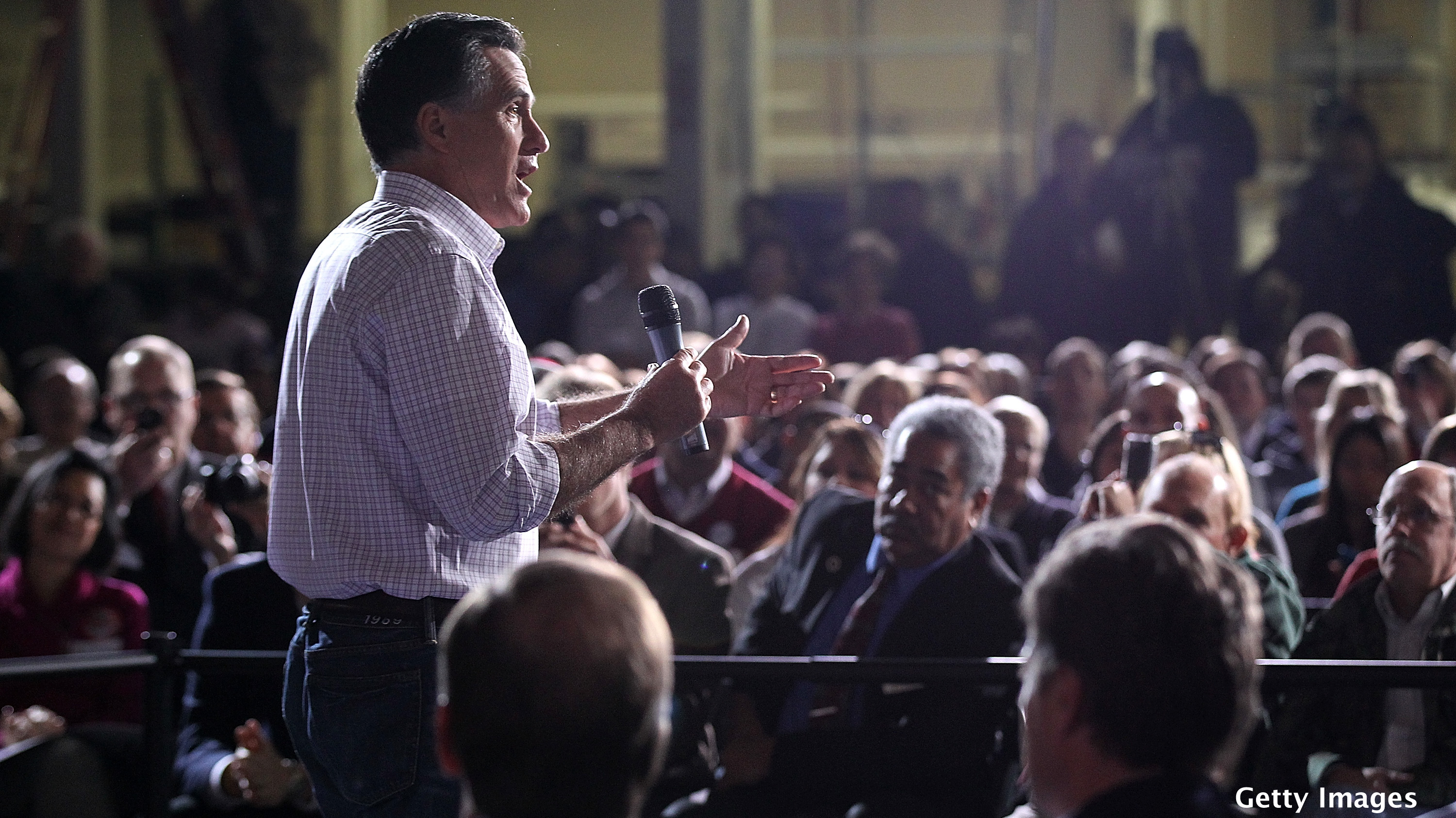 Romney stakes opposition to Santorum over language issue