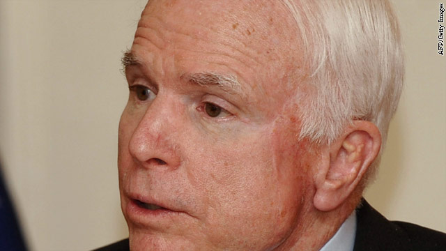 McCain calls for airstrikes against Syria