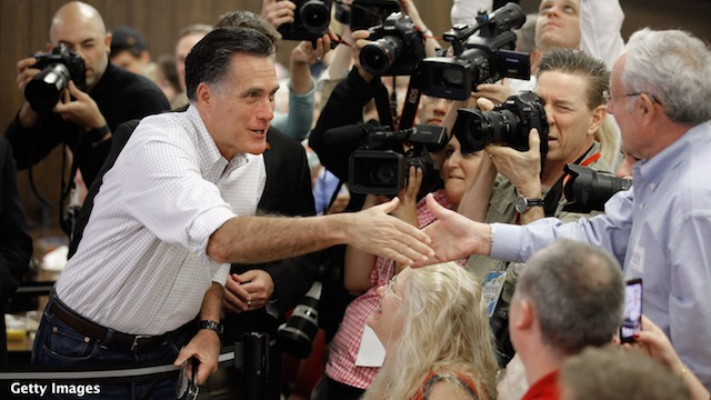 Romney hits Obama, Santorum in Illinois