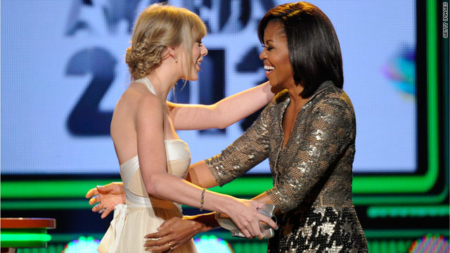 First lady presents award to pop star