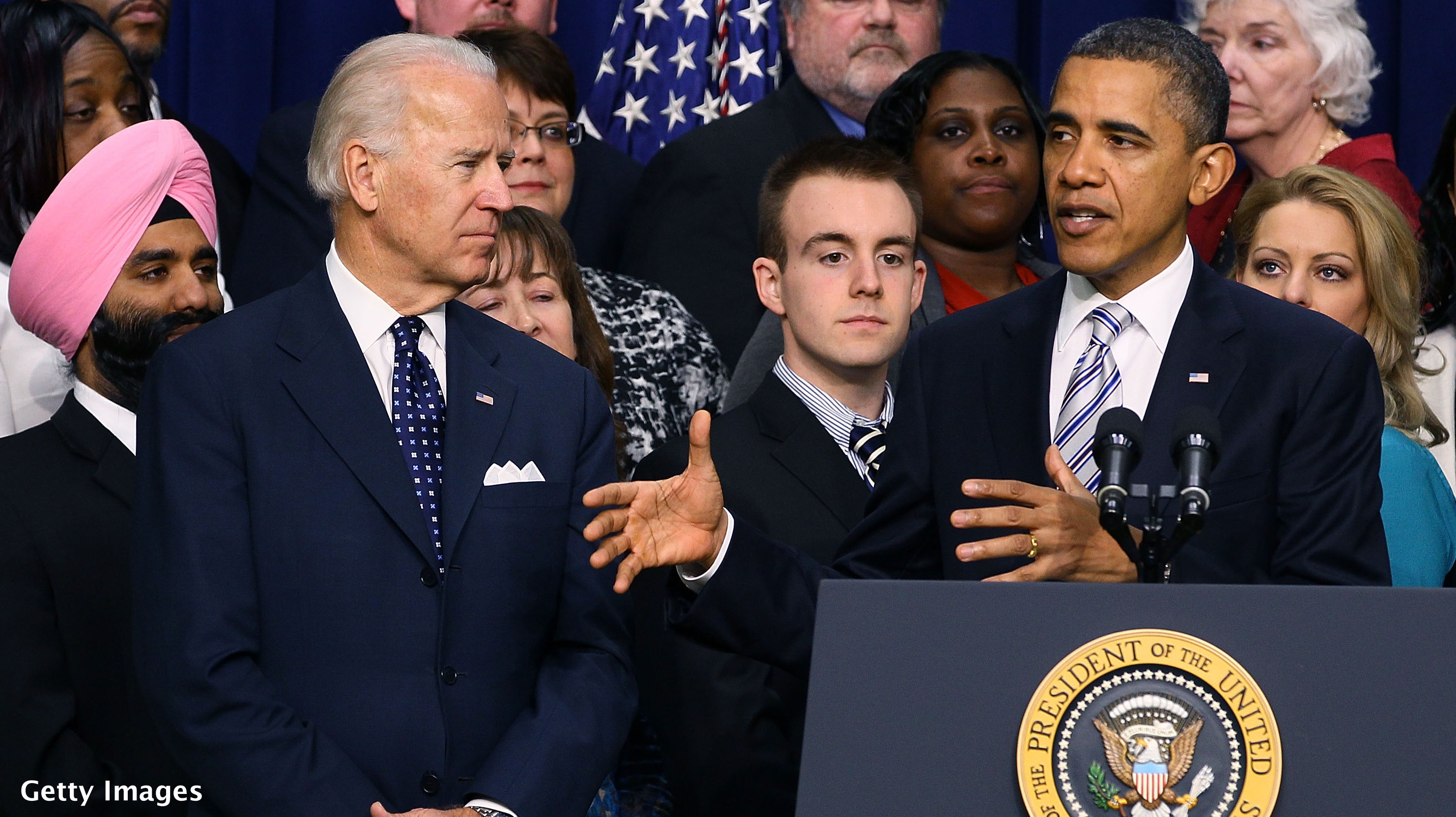 Obama and Biden hit swing states to push tax plan